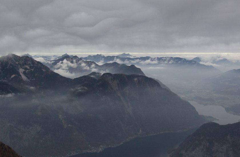 Pohlad na Hallstatt z vrchu Krippenstein