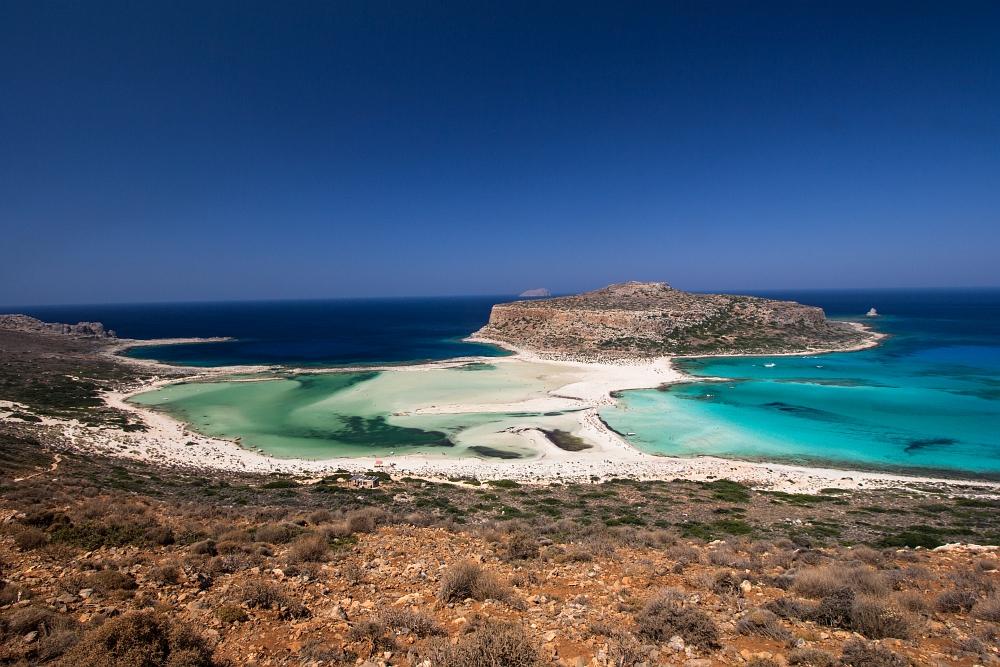 Aj bez postprocessingu lagúna hrala všetkými odtieňmi modrej a dole to vyzeralo ako v Karibiku.