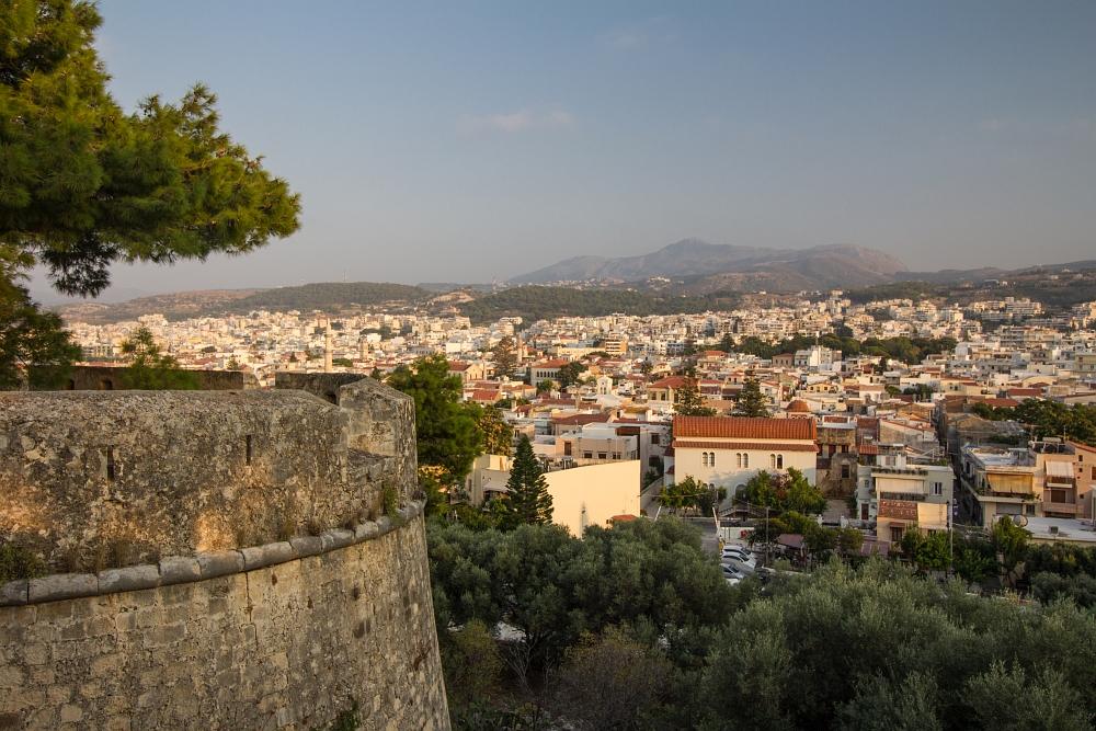 Pohľad na Rethymnon z múrov citadely.