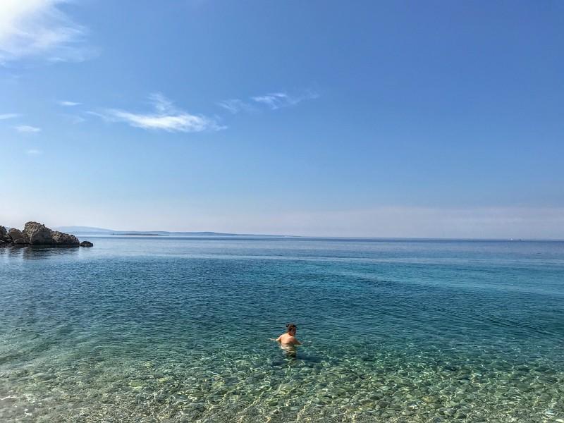 Tyrkysové vody zátoky Oprna
