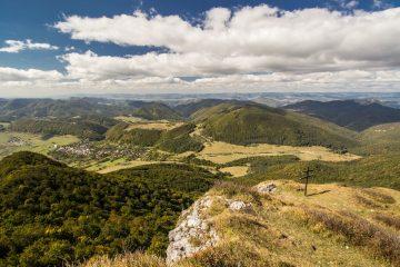 Strážov - pohľad na údolie a Zliechov