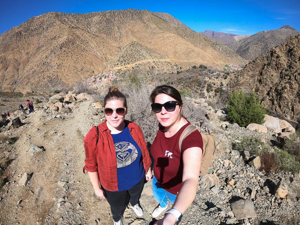 Sestry na cestách v pohorí Atlas