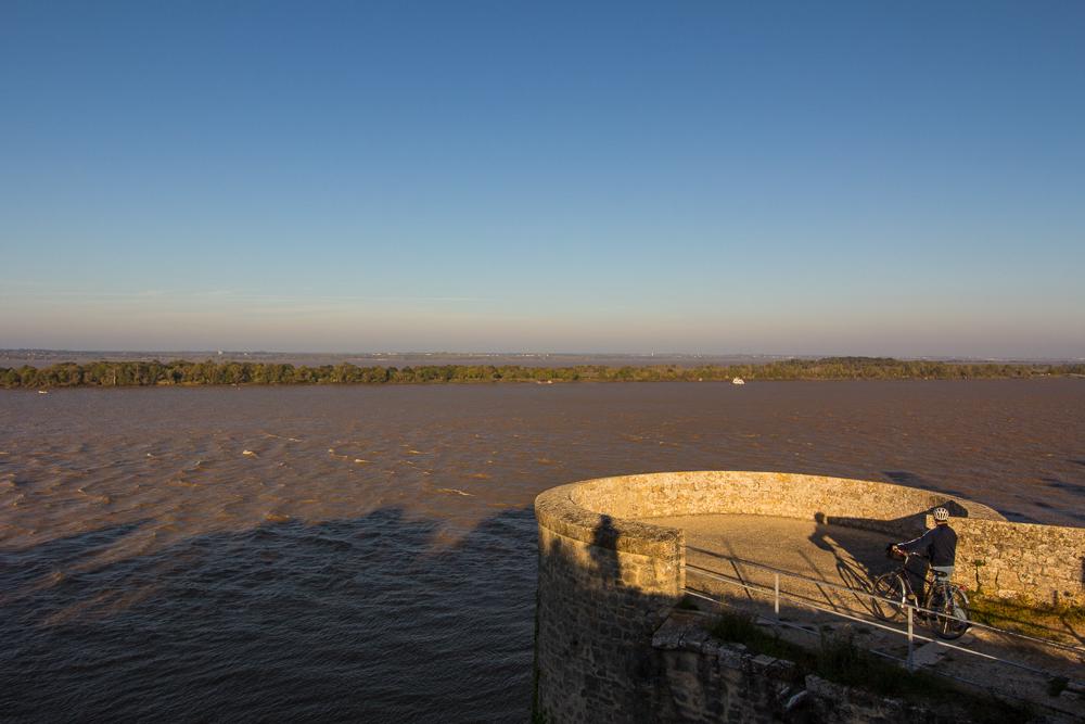 Pohľad na rieku Gironde z pevnosti Blaye