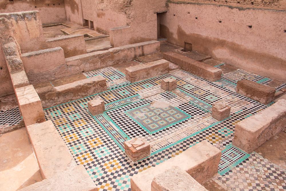 Palác Badi sem tam odhaľuje pozostatky pestrofarebných mozaikových podláh
