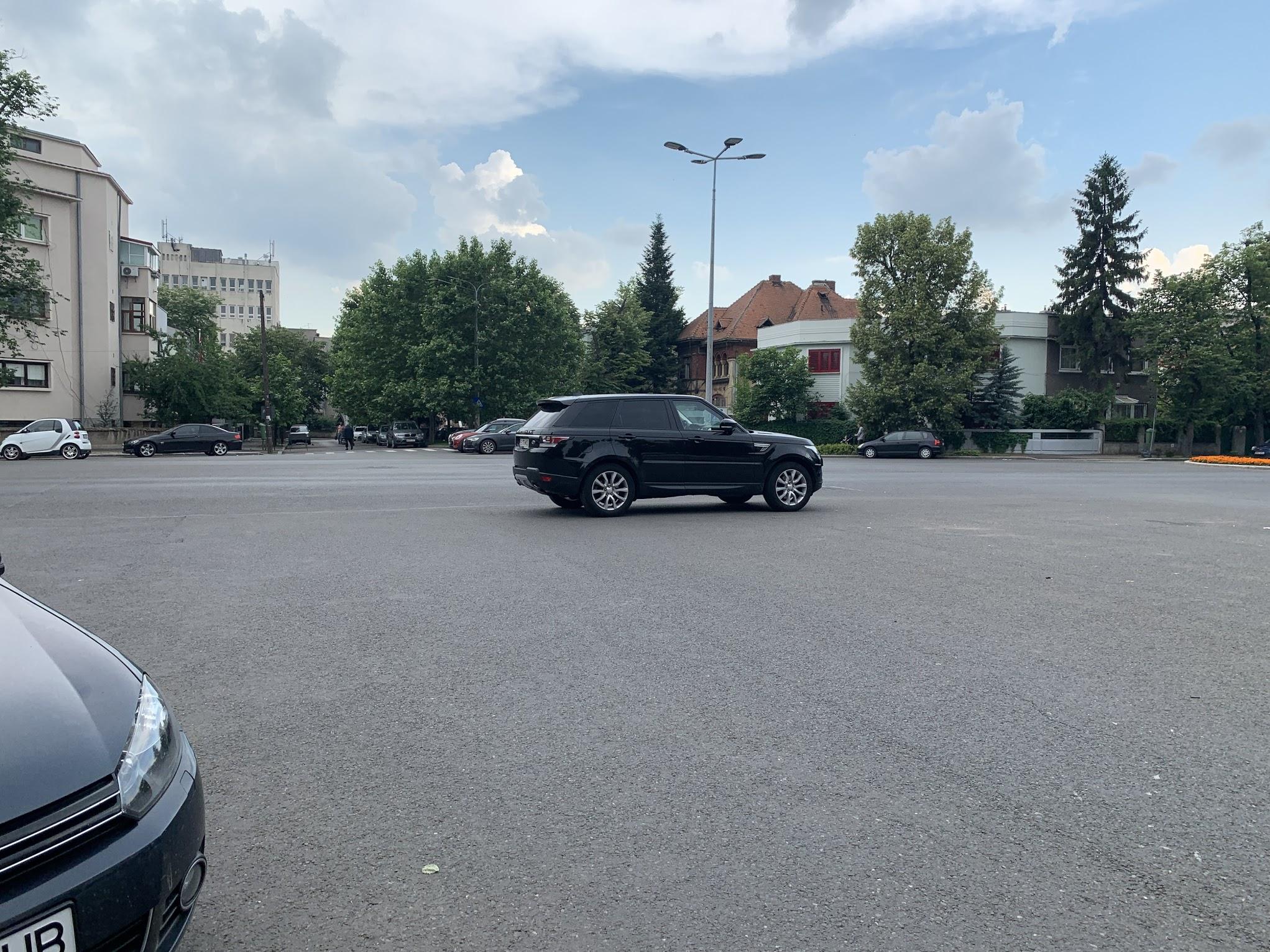 Veľká križovatka? Skvelé miesto na parkovanie v jej strede.