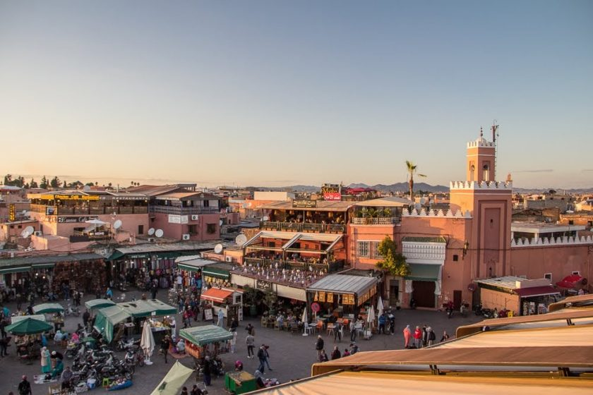 Jemaa el-Fna a Medina pri západe slnka, Marakéš, Maroko